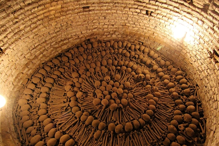 Catacomb filled with human skeletons