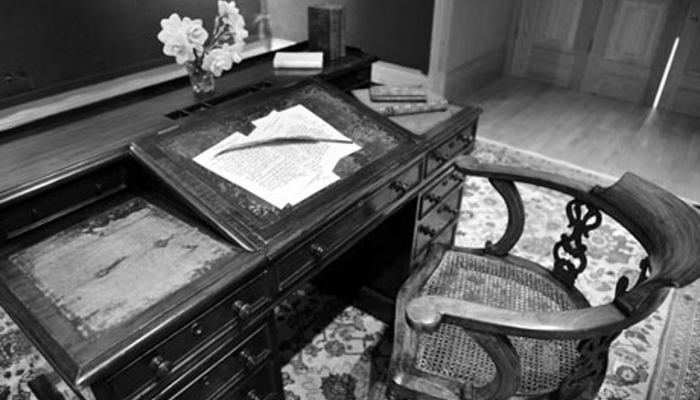 The writing desk and chair of Charles Dickens