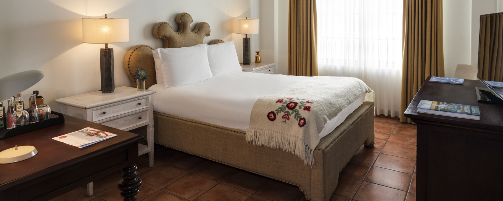 hotel bedroom with bed fitted with white linens