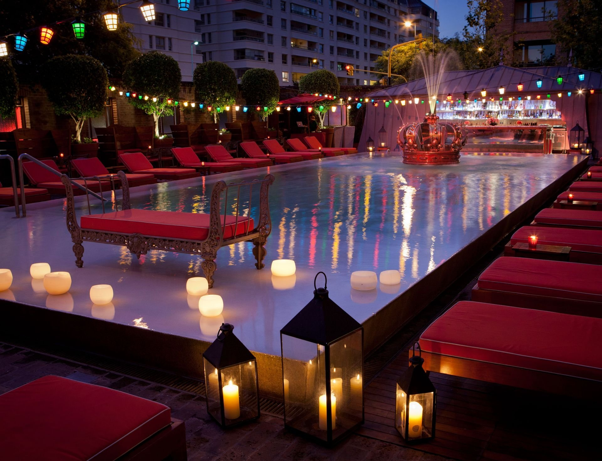 Poolbar at night